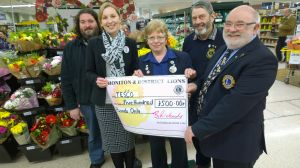 Lisa Byrne and Alison McKenzie from Tesco receive £500 cheque from Lion Brian Richards