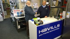 Lion President Brian thanks Clifford Hamstead from Havills for assisting